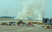 Máy bay Vietnam Airlines nổ lốp, bốc khói nghi ngút tại sân bay Tân Sơn Nhất