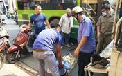 Nữ nhân viên ngân hàng bị xe buýt cán nát đôi chân