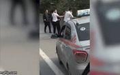 Hà Nội: Hành khách cùng tài xế taxi đánh nhau chảy máu đầu trên đường vành đai 3