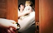 Đàn bà đánh đổi cả chồng con để chạy theo nhân tình nhưng đàn ông lại coi chuyện bồ bịch là chuyện vặt