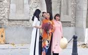 Phụ nữ Hà thành nô nức mặc áo dài nhân ngày 8/3
