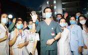 Bệnh viện Bạch Mai chính thức gỡ bỏ lệnh phong tỏa: Hàng chục bác sĩ bật khóc lúc 0h đêm