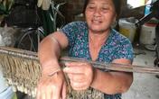 """Người phụ nữ gần 40 năm """"cướp cơm hà bá"""" trên sông Lam"""