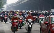 Phương tiện giao thông ken đặc ngã tư dù Hà Nội kéo dài giãn cách xã hội đến 22/4