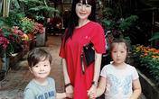 Elly Trần đưa hai con lai đi tránh dịch