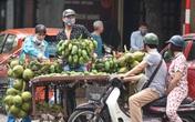 Phố phường Hà Nội đông đúc, nhiều hàng quán rậm rịch mở lại