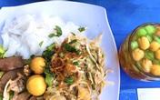 Bánh ướt heo quay sốt trứng muối và loạt món ngon hút thực khách