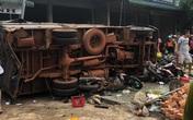 Ít nhất 5 người đã chết trong vụ tai nạn kinh hoàng vì 2 xe tải lao vào chợ