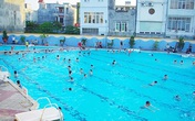 Hải Phòng: Đi tìm bố ở bể bơi người lớn, bé trai 7 tuổi đuối nước thương tâm