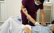 Gắp giun hiếm dài 60 cm từ chân bệnh nhân