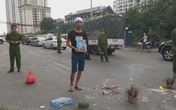 Hà Nội: Cả tuyến đường ùn tắc vì gia đình nạn nhân kéo đến hiện trường vụ tai nạn... 1 năm trước