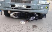 Ôtô tải cuốn xe máy vào gầm, 2 mẹ con tử vong