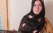 Cha mẹ bị giết hại, thiếu nữ 16 tuổi cầm súng bắn chết 3 kẻ thù