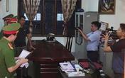 Khám xét phòng làm việc của cán bộ Ban Dân tộc tỉnh Nghệ An