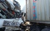 Xe tải và container đâm trực diện, 3 người trọng thương