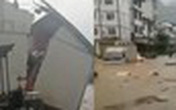 Cặp vợ chồng U80 suýt chết vì lũ ngập ngang cổ, phải bơi qua cửa sổ tầng 2