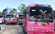 Hàng loạt ô tô 29 - 45 chỗ đưa đón công nhân bốc cháy dữ dội
