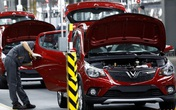 Đại lý hạ giá, nhà nước giảm thu phí: Ô tô vẫn ế đầy kho