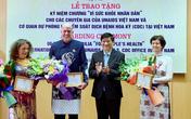 """Bộ Y tế trao tặng Kỷ niệm chương """"Vì sức khỏe nhân dân"""" cho các chuyên gia của UNAIDS và CDC Hoa Kỳ tại Việt Nam"""
