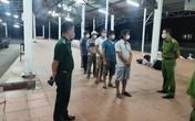 6 ngư dân đi bộ theo đường biển từ Đà Nẵng về Huế để trốn cách ly