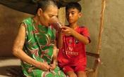 Xót thương cậu bé từ lúc 6 tuổi đã một mình chăm bà bệnh tật