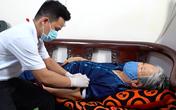 ẢNH: Theo chân y bác sĩ đến tận nhà lấy mẫu xét nghiệm cho bệnh nhân
