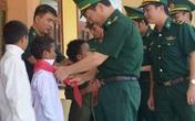 Những đứa con nuôi của Bộ đội Biên phòng Quảng Bình đón niềm vui trước thềm năm học mới