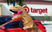 Người Mỹ mặc đồ khủng long bạo chúa đi mua sắm vì sợ virus