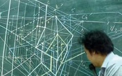 """Nhìn nội dung thầy giáo đang giảng dạy trên tấm bảng xanh, nhiều người bỗng thấy """"hoa mắt chóng mặt"""""""