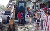 Công nhân bị đất vùi chết khi lắp cống