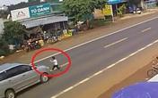 Bé trai sống sót kỳ diệu sau khi bị xe ô tô hất tung lên nắp ca pô