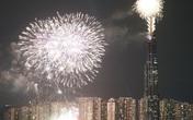 Biển người Sài Gòn hân hoan ra đường đón chào thời khắc năm mới