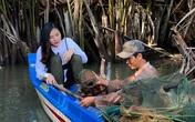 Vân Trang nuốt nước mắt khi chứng kiến cảnh gia đình nghèo phải sống tạm bợ dưới gầm cầu