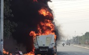 Đang lưu thông trên đường, xe container bất ngờ bốc cháy dữ dội