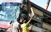 Xe giường nằm bị lật trên cao tốc, hàng chục hành khách hoảng loạn