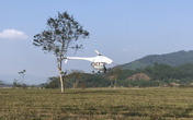 Đã mắt xem trình diễn phun thuốc trừ sâu bằng máy bay không người lái tại Hà Tĩnh