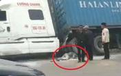 Hải Dương: Va chạm với container, tài xế xe máy tử vong