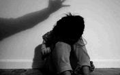 Bé gái 7 tuổi bị hiếp dâm khi theo mẹ đến nhà bạn chơi