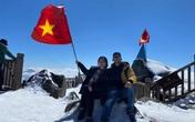 Du khách thích thú với khung cảnh tuyết phủ trắng tuyệt đẹp ngày cuối năm trên đỉnh Fansipan