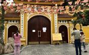 Hà Nội: Đền chùa đóng cửa vì COVID-19, người dân vái vọng trong ngày khai xuân