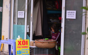 """Hà Nội: Nhiều cửa hàng ăn uống kích hoạt chế độ """"bán mang về"""""""