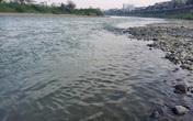 """Chuyên gia giải thích về hiện tượng nước sông Hồng đổi màu, trong xanh như """"ngọc"""""""