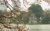 Khung cảnh hồ Gươm đẹp thơ mộng và cổ kính trong mùa cây thay lá