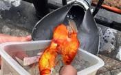 Hà Nội: Người dân làm 'cầu trượt' cho cá chép lên trời ngày 23 tháng Chạp