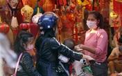 Điều đặc biệt khi phố Hàng Mã đón nghìn người mỗi ngày đến mua sắm đồ trang trí Tết 2021