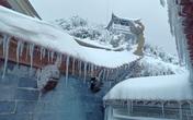 Sa Pa dưới 0 độ C, tuyết tiếp tục rơi trên đỉnh Fansipan