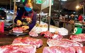 """Sát Tết, giá thịt lợn bất ngờ giảm mạnh, tiểu thương """"xả"""" hàng cắt lỗ"""