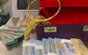 Hành khách nhận lại hơn 300 triệu đồng tiền mặt và vàng bỏ quên trên máy bay