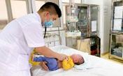 Từ lấy cồn 90 độ rửa mũi cho con đến hàng loạt sai lầm tai hại thường gặp của người lớn trong việc trị bệnh khiến con trẻ gặp họa