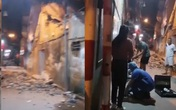 Hà Nội: Đang đi xe máy, người đàn ông bị tường đè gây trọng thương